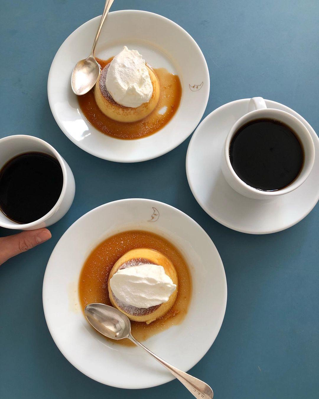 พุดดิ้งเนื้อเนียนราดด้วยซอสคาราเมลของคาเฟ่โตเกียว MOON mica takahashi Coffee SALON