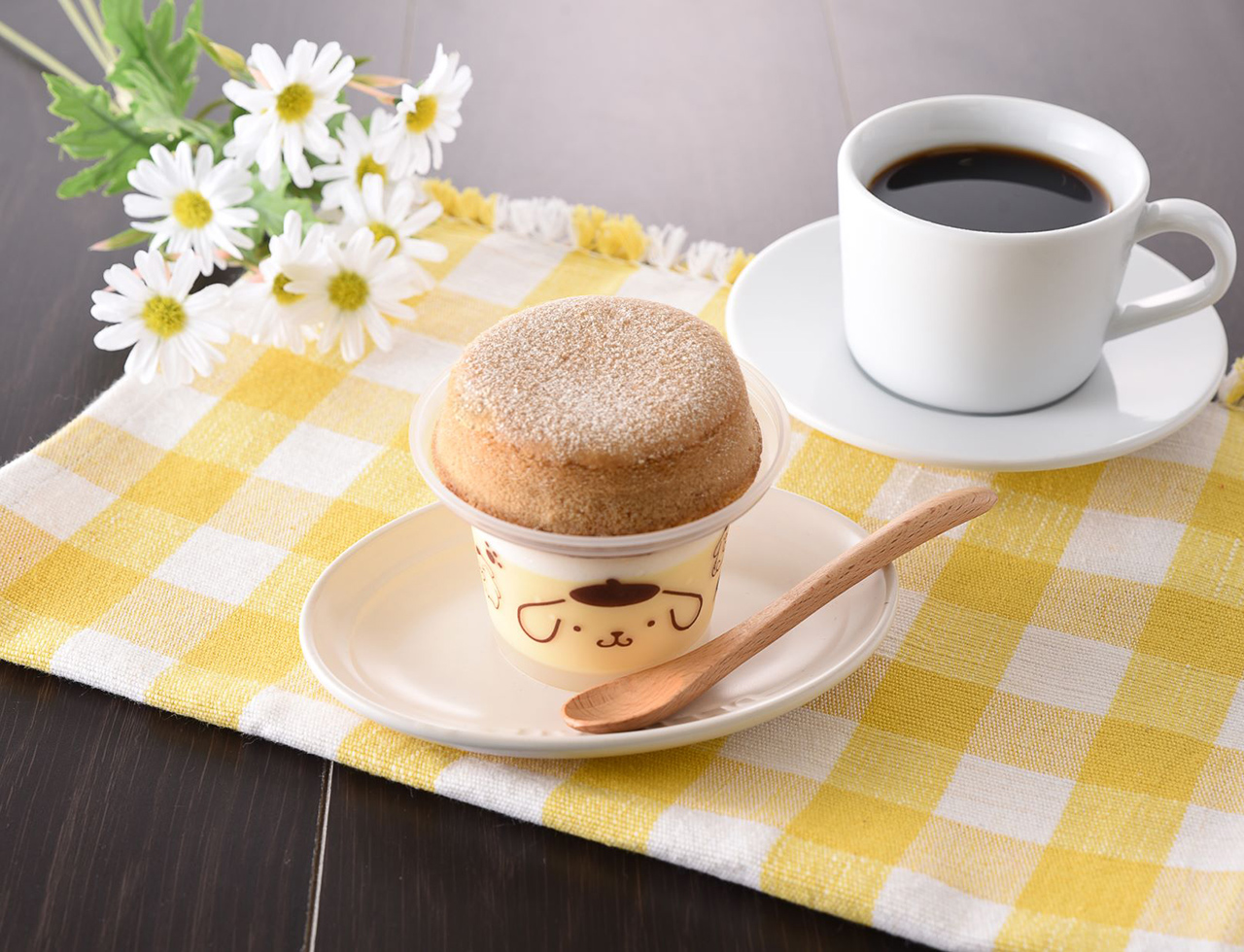 Pompompurin Soufflé Pudding (298 เยน) หาซื้อได้ที่แฟมิลีมาร์ทญี่ปุ่น