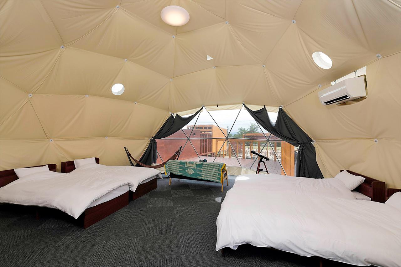 ภายในที่พักของ Glampdome Setouchi Shimanami มีเครื่องปรับอากาศสำหรับคนขี้ร้อนด้วย