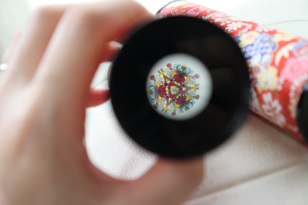 ความพิเศษของเทศกาลปีนี้คือ เปิดให้ ชมดอกไม้ไฟ ผ่านกล้องคาไลโดสโคป