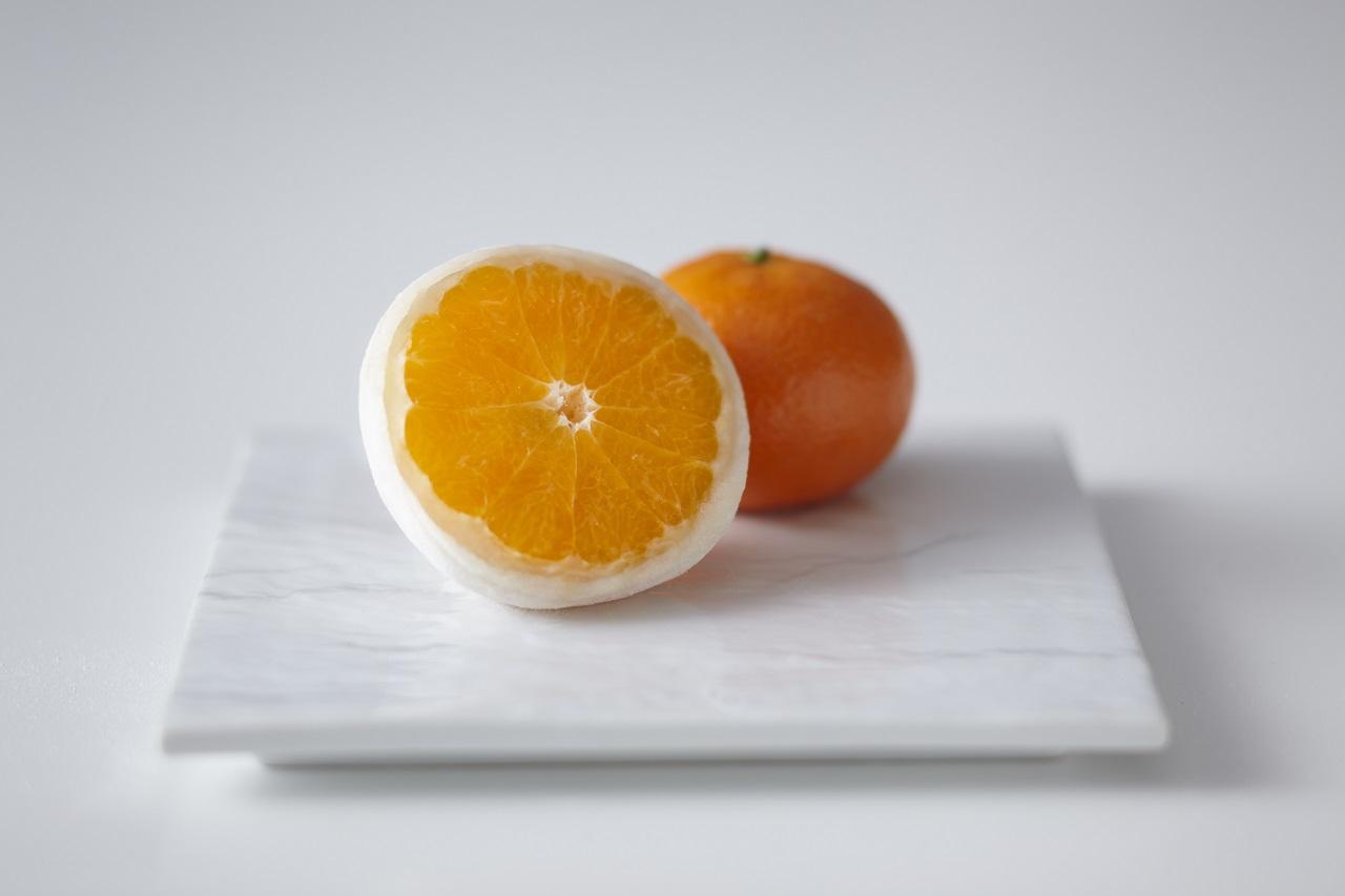 ไดฟูกุสอดไส้ส้มแมนดารินรสหวานทั้งลูกของร้าน Mikage Fruit Daifuku Hanabishi