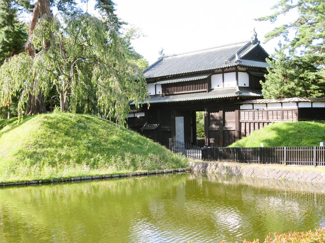 Hirasaki Castle ในวันเขียวสบายตาของ ฤดูร้อน อาโอโมริ