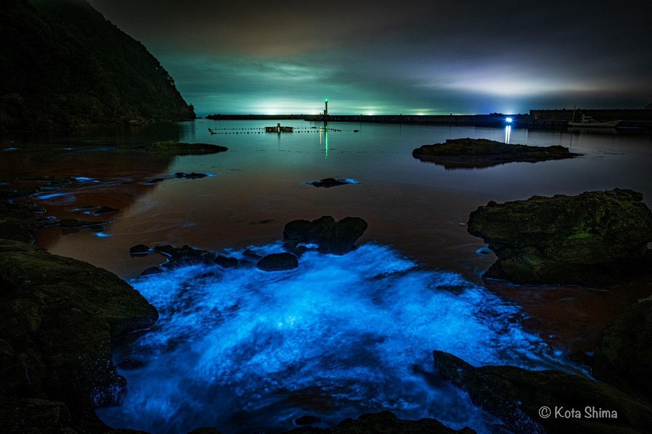 Takeno Beach มีปรากฏการณ์ ทะเลเรืองแสง