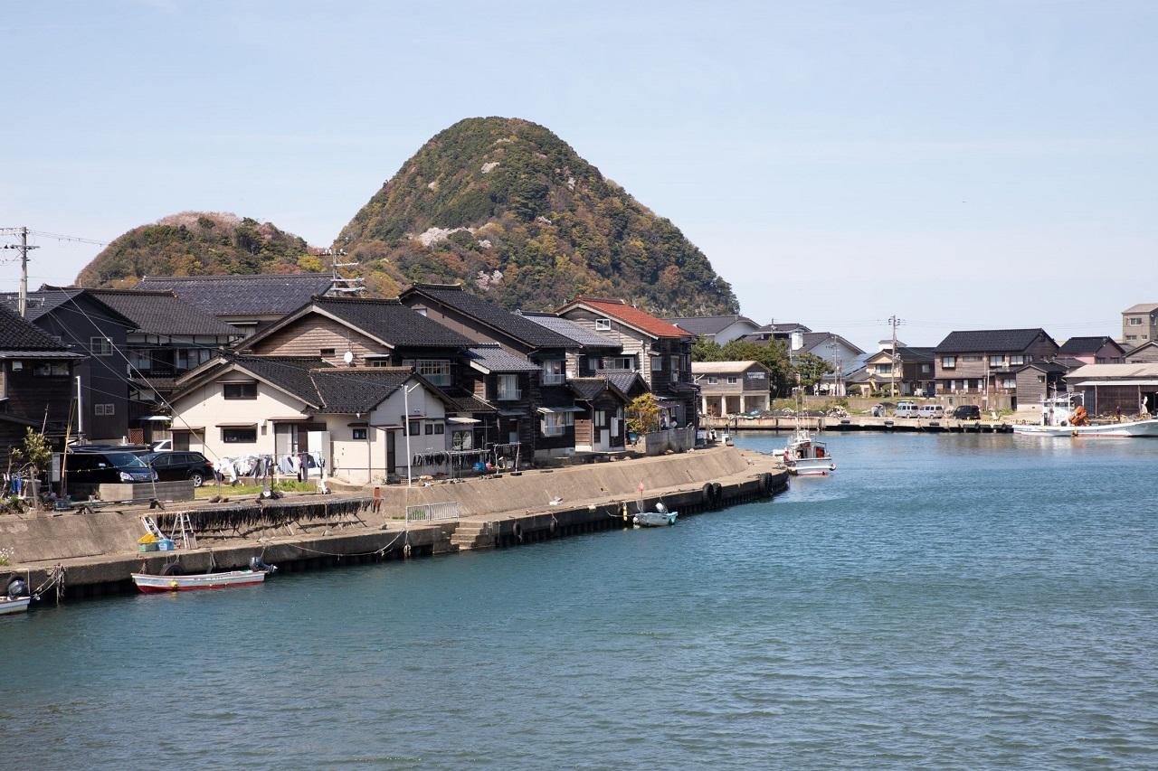 บริเวณ Takeno Beach มีหมู่บ้านชาวประมงทาเคโนะ