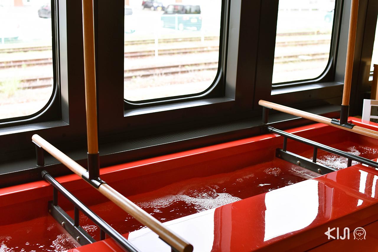 Toreiyu Tsubasaรถไฟ Joyful Train ขบวนพิเศษของ ยามากาตะ ที่มีบ่อออนเซ็นบนขบวน