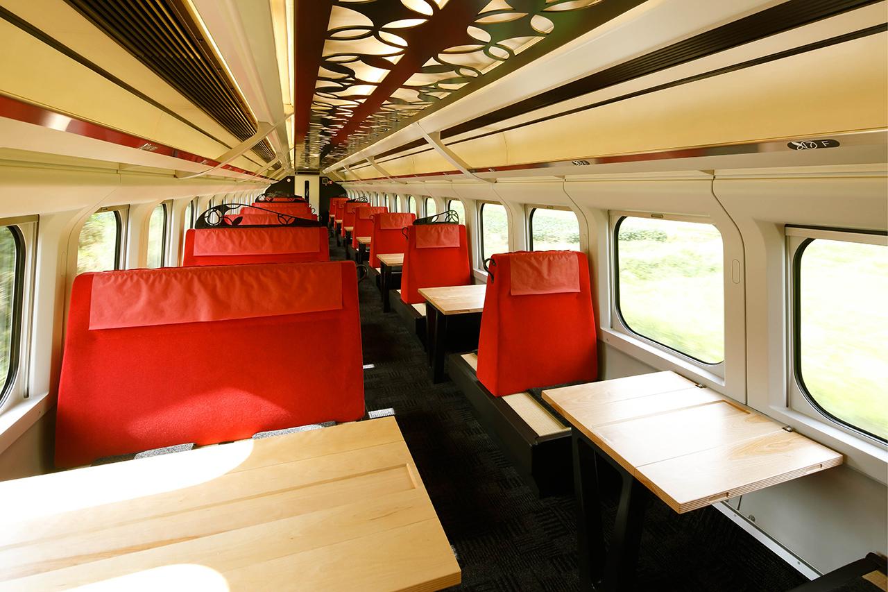 ด้านในรถไฟ Toreiyu Tsubasa รถไฟแช่ออนเซ็นของ ยามากาตะ