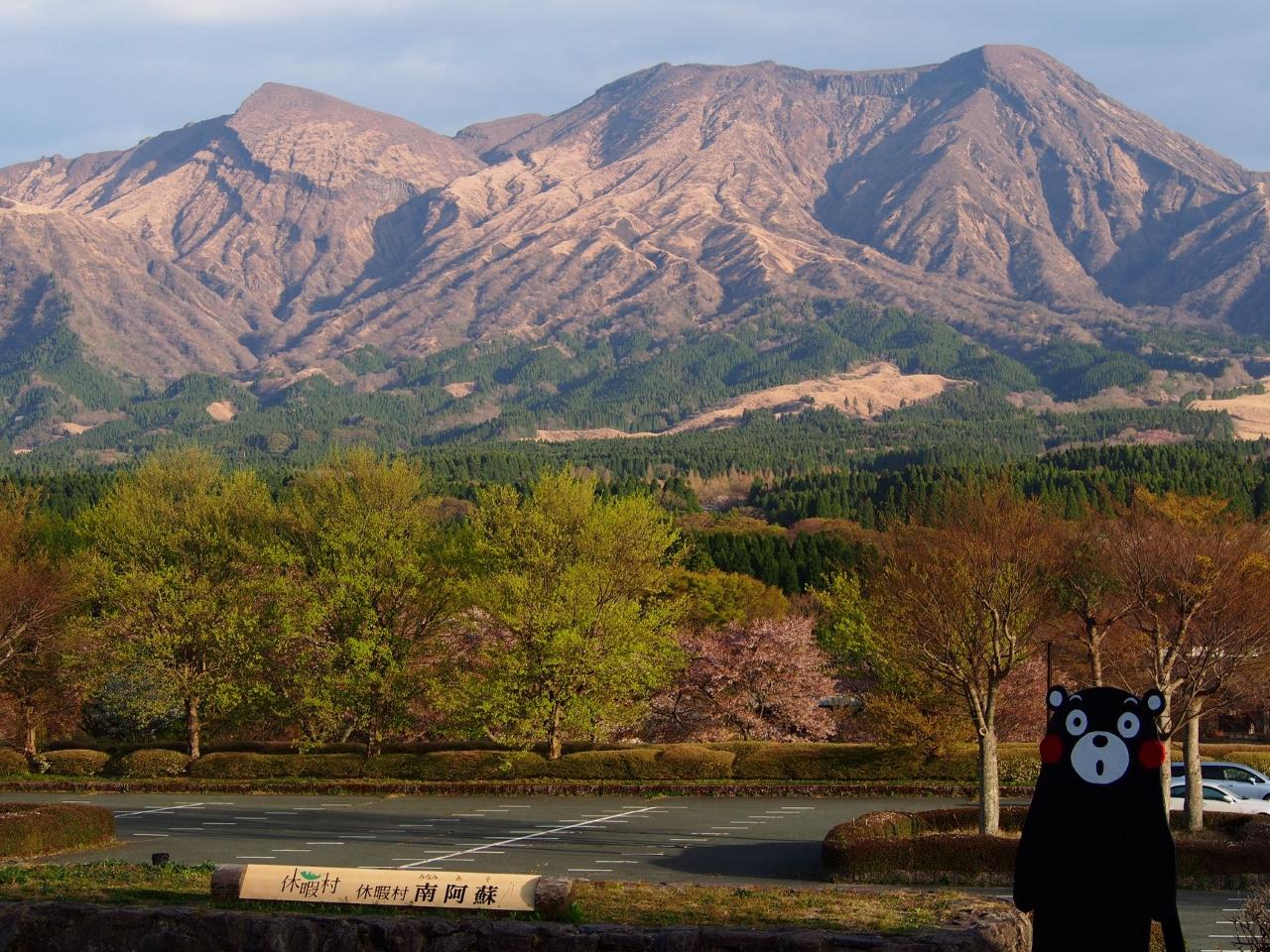 วิวภูเขาจากด้านหน้าโรงแรม Kyukamura Minami-Aso